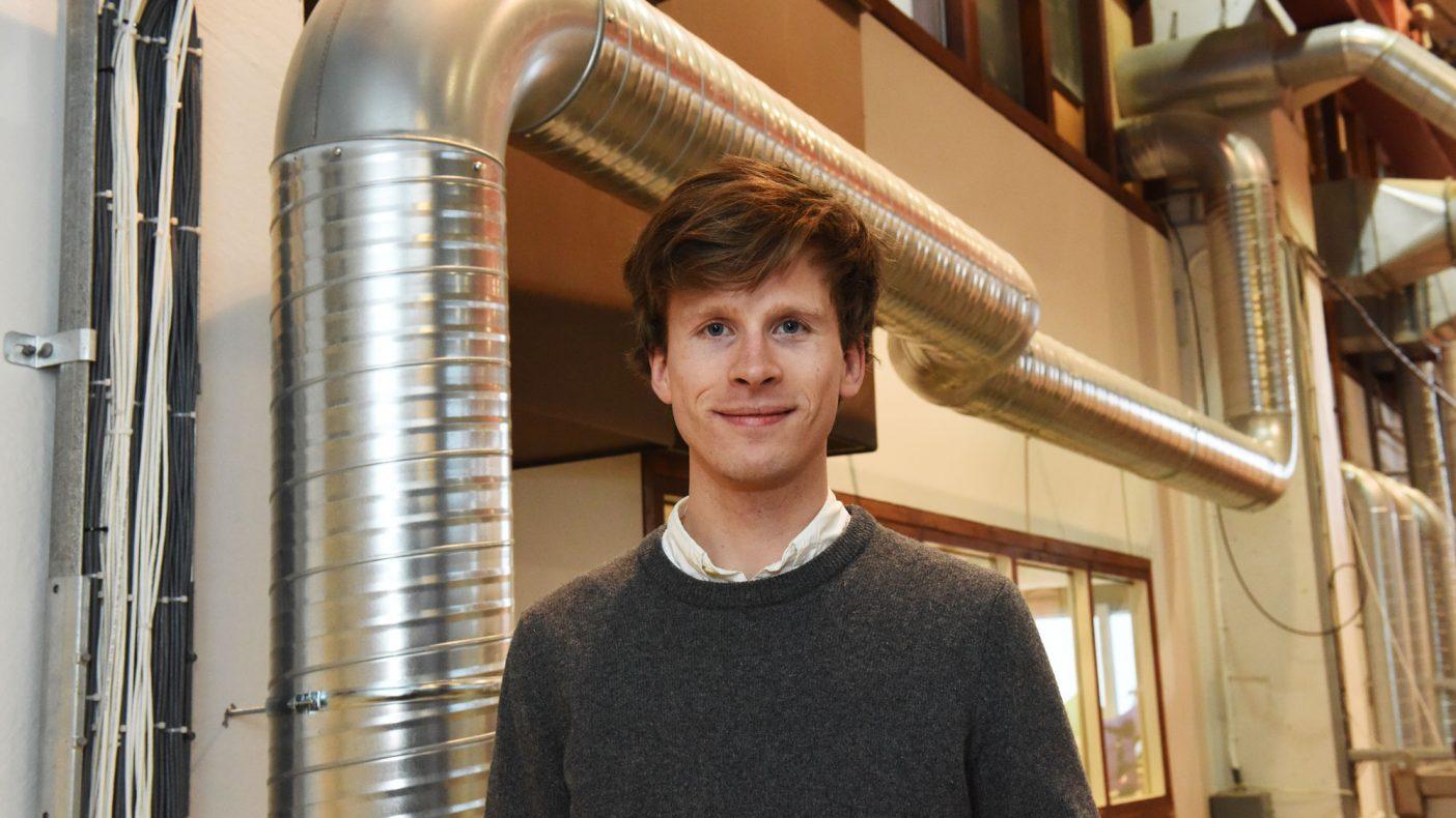 Kristian Stenerud Skeie fra SINTEF har vært med å forske på blant annet boligventilasjon for boligblokker.