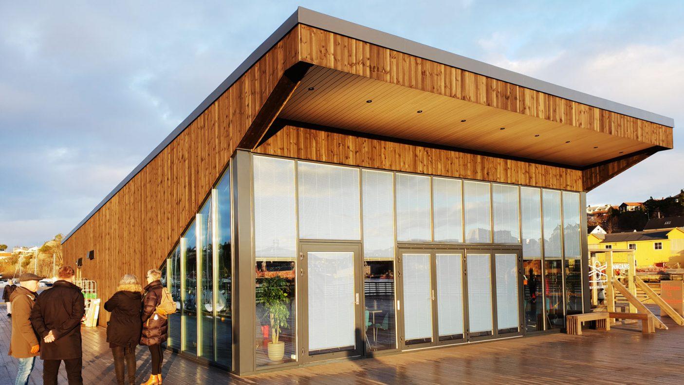 Den nye restauranten i Kristiansund preges ac kobberarbeid både inne og ute.