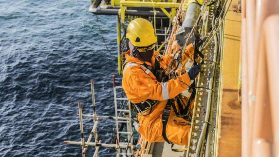 Blikkenslagere lokkes offshore