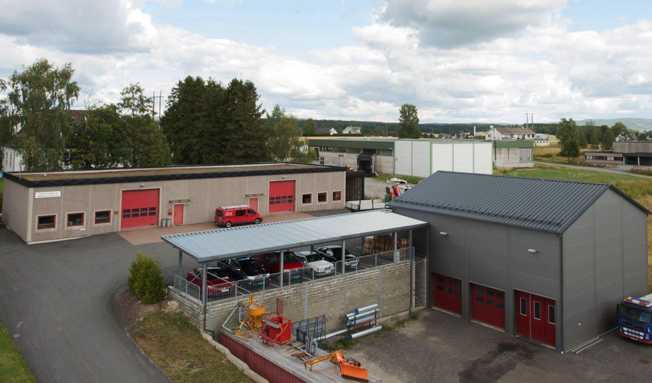 Bedriften har gode verksteder for produksjon både til eget bruk og for de som kommer innom for å få et beslag o.l.