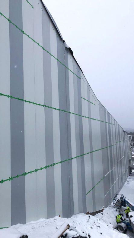 Høye fasade-kassetter ble satt opp av Borg-Bygg.