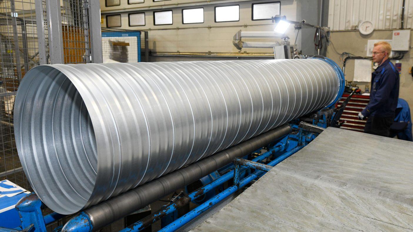 Store spirorør produseres på løpende bånd på hovedkontoret i Oslo.