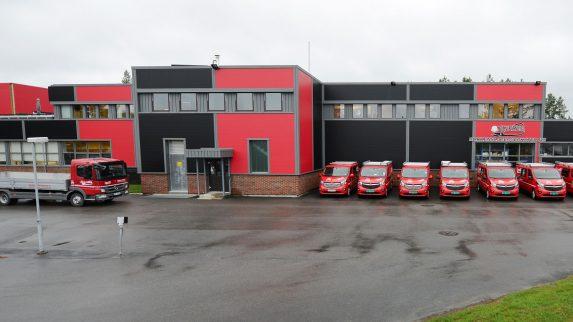 Ny fasade og nye biler før eierskifte