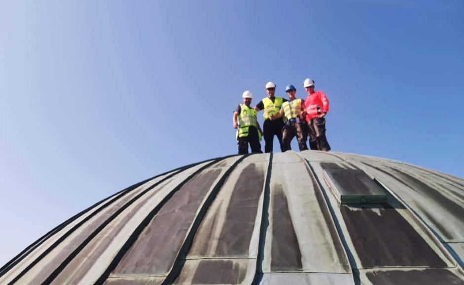 Mye kobber på det snart 100 år gamle rådhuset skal skiftes ut i månedene fremover.