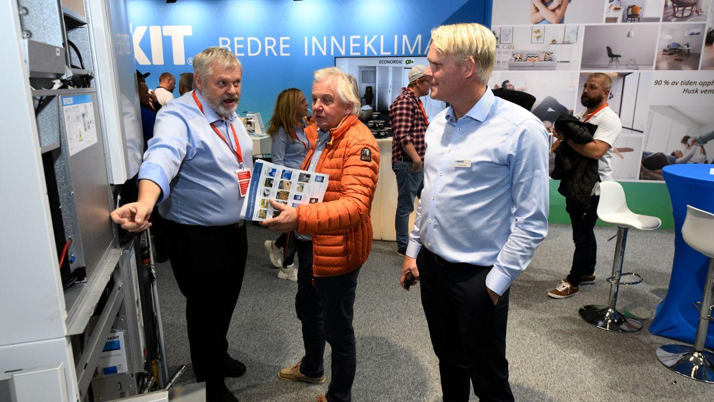 Eivvind Karlstad (t.h.) brukte mye tid på den nye inneklimasentralen fra Flexit.