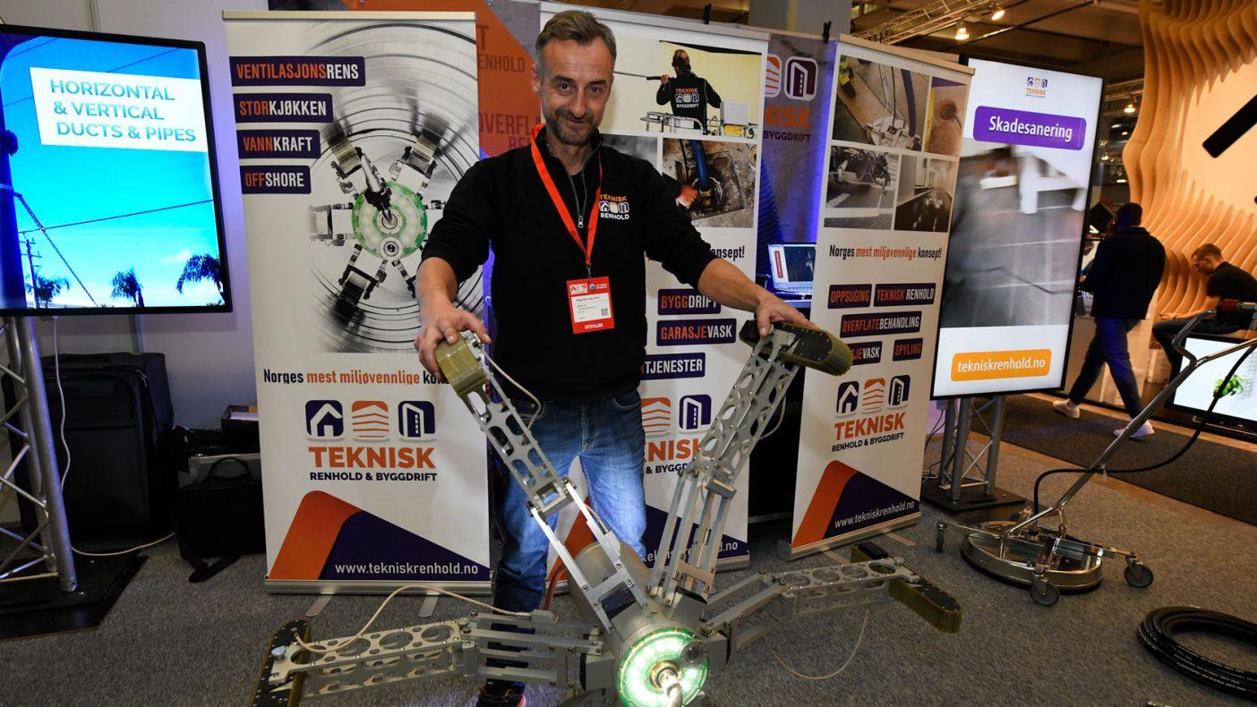 Teknisk Renhold og Håkon Lia fikk oppmerksomhet for sin robot for å rense blant annet ventilasjonskanaler.