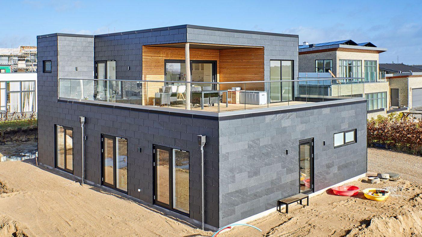 Dette huset i Danmark har fått hybridløsning for ventilasjon.