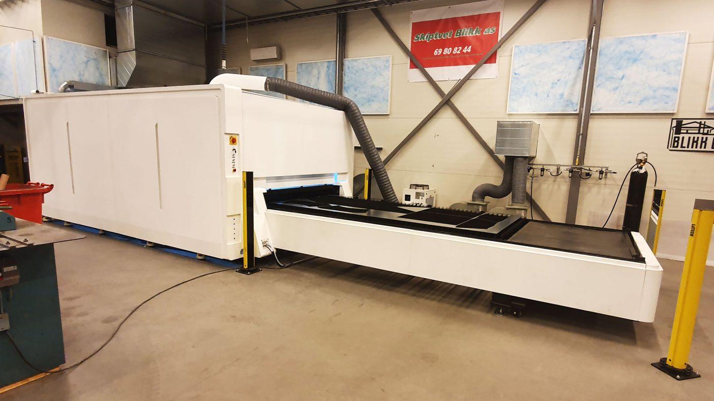 Denne laser-maskinen er nå installert hos 3 blikkenslagere i Norge.