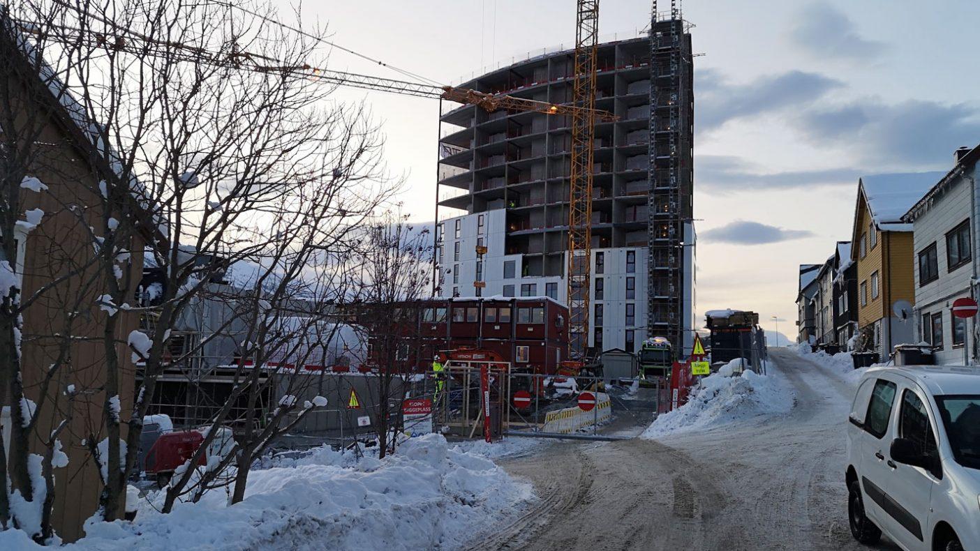 Byggeprosjekt i Tromsø går stort sett sin gang selv med større mengder snø.