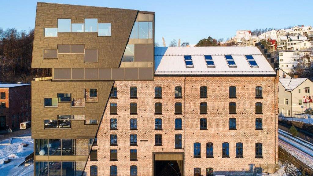 Abax-bygget fremstår som originalt med spesiell fasade.