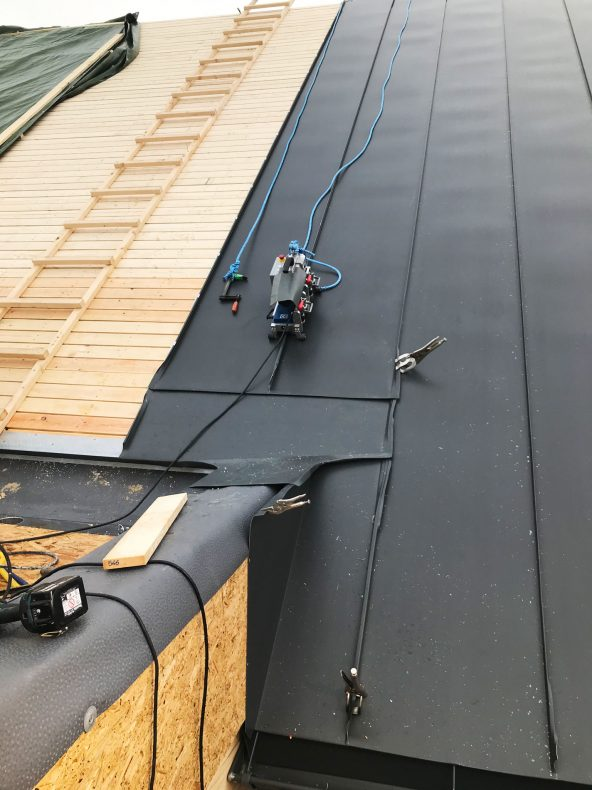 Arbeid med sink på tak har vært greit denne vinteren.