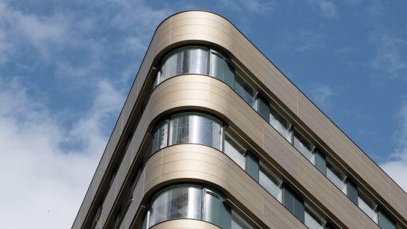 Sterk økning i liming av fasadeplater
