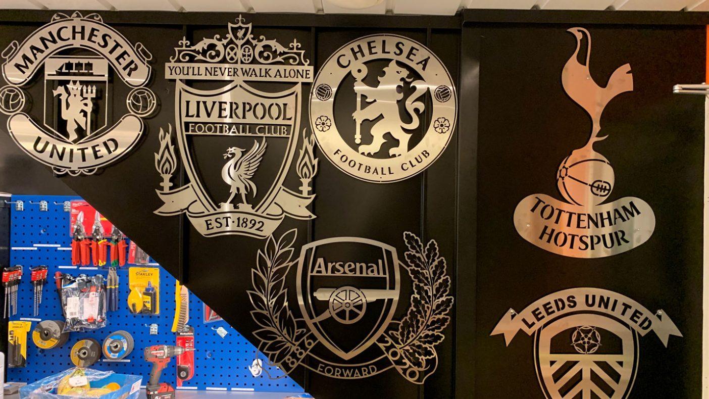 J Johnsen & Sønner har fått laget logoer for mange ulike fotballklubber.