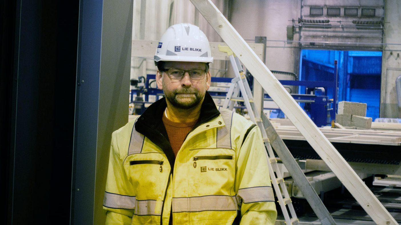 Prosjektleder i Lie Blikk , Ivar Endresen, har travle dager og må ansette 10 nye medarbeidere for å tilpasse seg et historisk høyt aktivtetsnivå, ikke minst på grunn av leveringer til det nye universitetssykehuset i Stavanger.