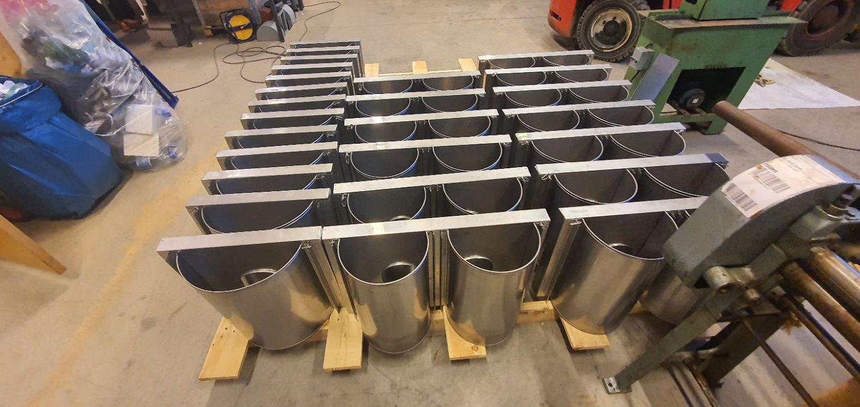 Produksjon av pipehatter til borettslag er noe av det som Bøe Blikk utfører.