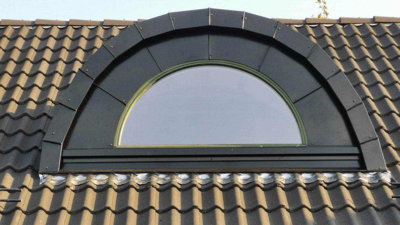 Nordaførr Blikk har ulike arbeider som innramming av vinduer.