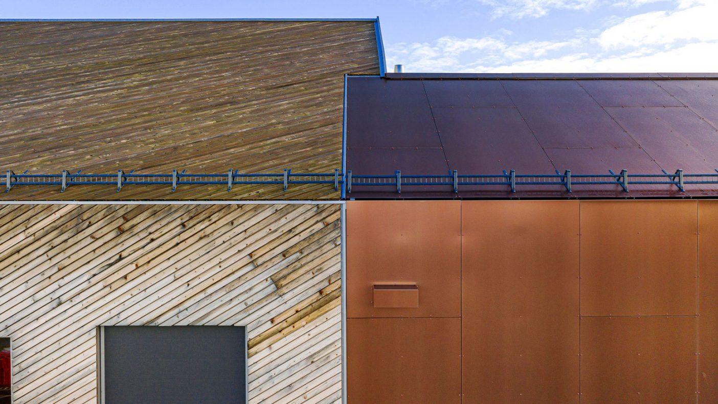 Kontraster er lett å skape på bygg med eloksert aluminium.