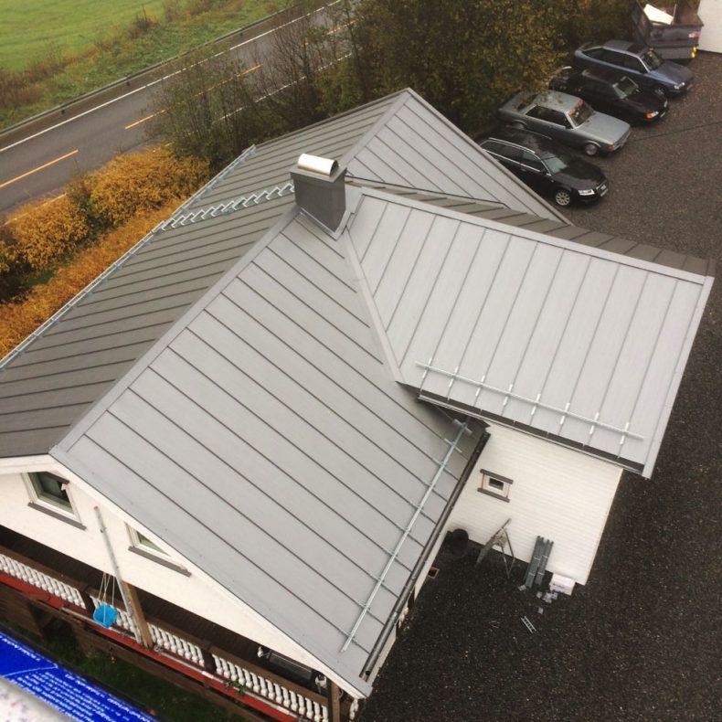 Å jobbe på tak slik som dette i Lillehammer gir Vegard Kristiansen visshet om at han har valgt riktig.