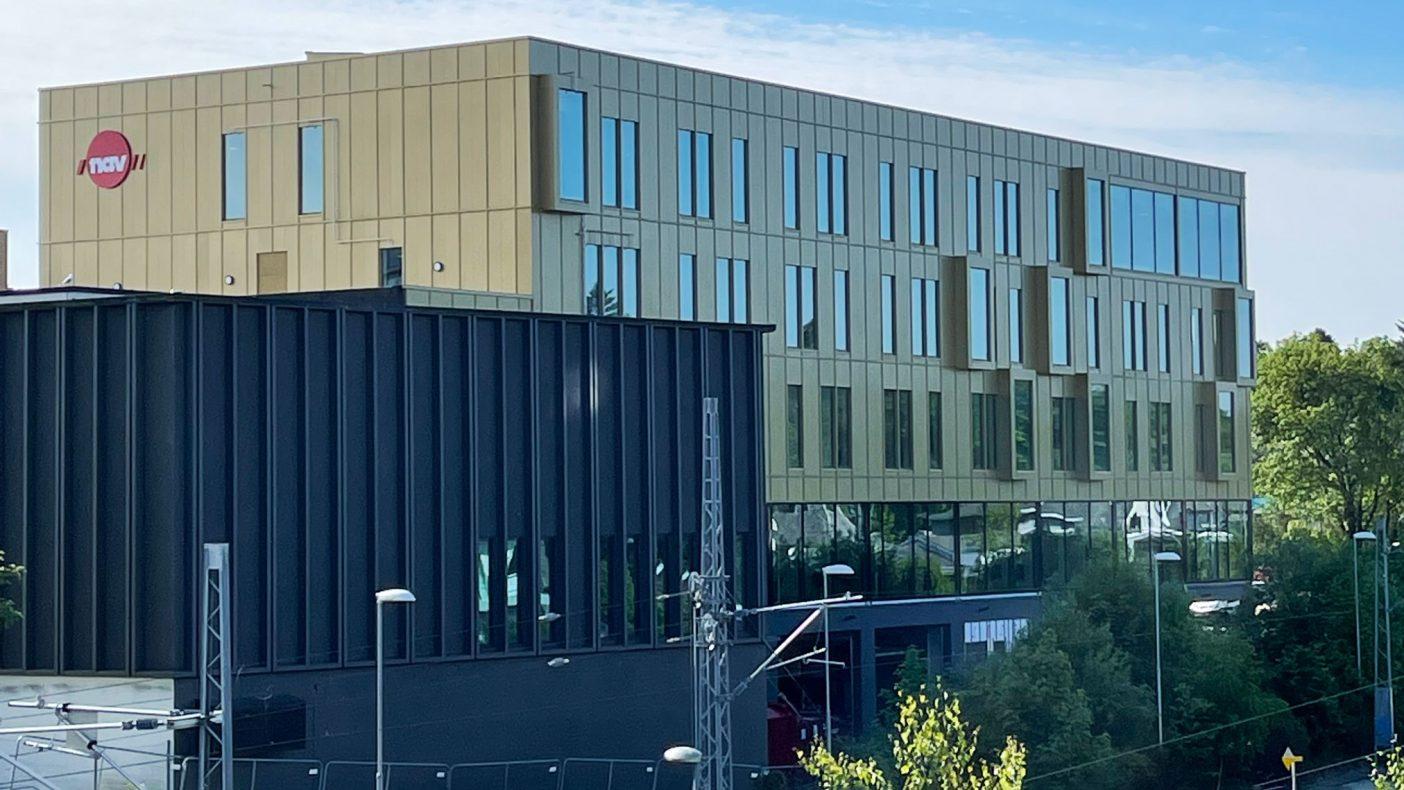1300 kvadratmeter med fasade er kledd på NAV-bygget i Sandnes.